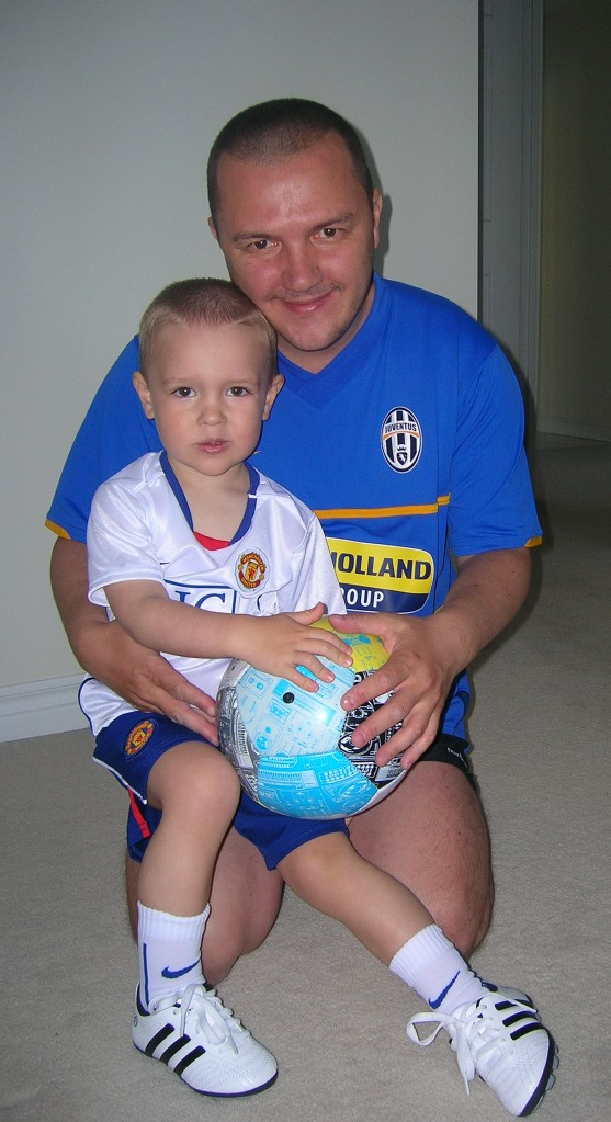 Daddy = Juventus, son = Manchester United. Mom = Barcelona (she took the picture)