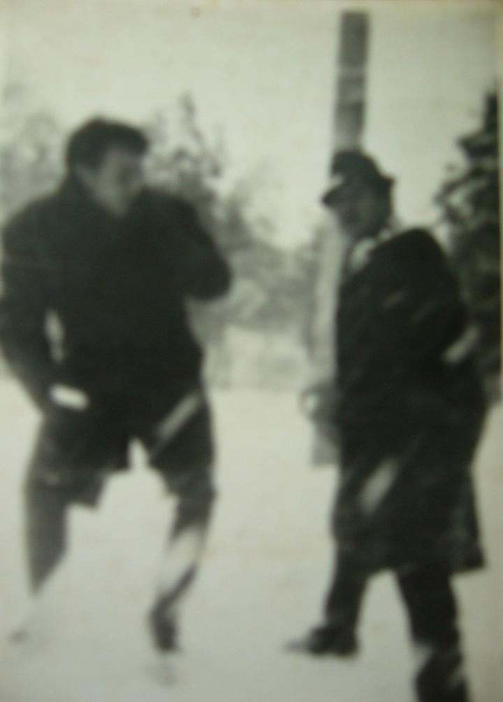 "Mihaela Costache = in poza e tatal Mihaelei, pe ulita satului natal == click pe poza pt. link la un album foto ""oldies but goldies"""