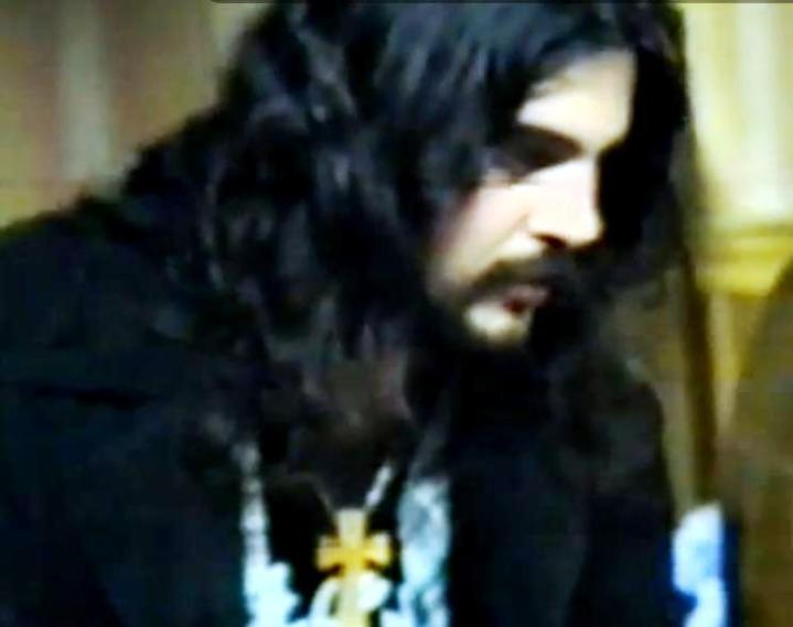 Catalin Teodoreanu, basistul trupei Survolaj, in aprilie 1992 la Ecopop.